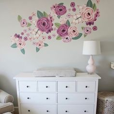 We just love the use of these floral decals over the changing table in @vanessacalcara's nursery!