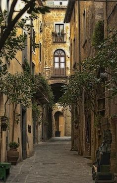 La piccola strada in Italia.