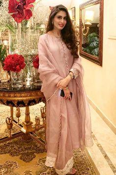 Stylish Dress Designs, Stylish Dresses, Nice Dresses, Fashion Dresses, Awesome Dresses, Semi Formal Dresses, Plain Dress, Muslim Fashion, Pakistani Dresses