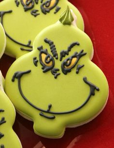 ADORABLE The Grinch decorated cookies! #thegrinch #christmascookies