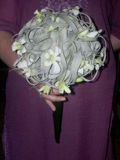 ΝΥΦΙΚΗ ΑΝΘΟΔΕΣΜΗ ΑΠΟ ΦΥΛΛΑ ΤΙΛΑΝΣΙΑΣ ΚΑΙ ΑΝΘΗ ΟΡΧΙΔΕΑΣ  Δεξίωση   Στολισμός Γάμου   Στολισμός Εκκλησίας   Διακόσμηση Βάπτισης   Στολισμός Βάπτισης   Γάμος σε Νησί - στην Παραλία. Holland Garden, Crown, Bride, Wedding Bride, Corona, Bridal, Crowns, Crown Royal Bags, The Bride