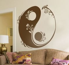 Everybody needs balance in their lives, add some balance to your home with this original wall decoration of a Ying and Yang sign made op of flowers!