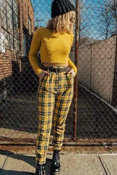 18 Versatile Plaid Pants And Ways Of Pulling Them Off - Yellow Slim Straight Pants With Crop Top Outfit ★ Plaid pants outfit i - Yellow Pants Outfit, Green Plaid Pants, Plaid Pants Outfit, Hipster Grunge, Grunge Goth, Tartan, Stylish Outfits, Cute Outfits, Street Style Vintage