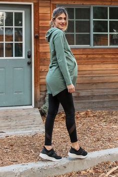 Fashion Tips For Pregnant Ladies - Flaunt Your Baby Bump In Style Winter Maternity Outfits, Stylish Maternity, Maternity Jeans, Maternity Fashion, Maternity Dresses, Pink Blush Maternity, Maternity Leggings Outfit, Maternity Style, Pregnancy Wardrobe