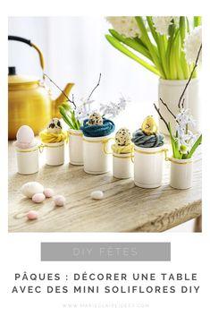 Pour une déco de Pâques pleine de poésie, créez des mini soliflores comme des petits nids. Plaid Xxl, Deco Table, Decoration Table, Comme, Colored Eggs, Diy Easter Decorations, Ceramic Jars, Nests, Easter Party
