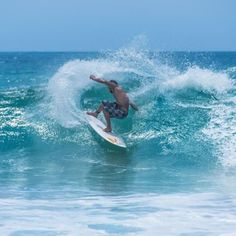 A nice move on the wave #surfing #big #waves #Noosa #easternbeach #Queensland by lennarthsundberg http://ift.tt/1JtS0vo