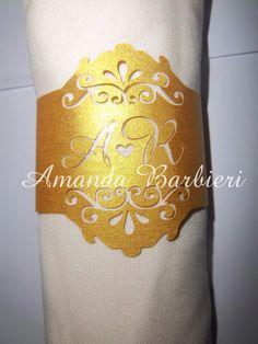 Porta guardanapo produzido em papel color plus, gramatura 180grs, com recorte eletrônico com as iniciais do casal.