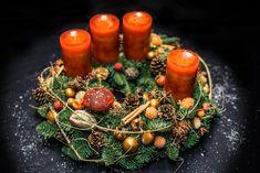 Grinaldas e Arranjos - Flower Garden Cologne Christmas Is Coming, Christmas 2019, Christmas Wreaths, Merry Christmas, Christmas Decorations, Table Decorations, Creative Cake Decorating, Creative Cakes, Christmas Arrangements