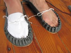 espadril shoes Of Dreams and Seams: Making Moccasins! With full How-To. Make Your Own Shoes, How To Make Shoes, Leather Moccasins, Leather Sandals, Diy Leather Shoes, Moccasin Boots, Shoe Boots, How To Make Moccasins, Homemade Shoes