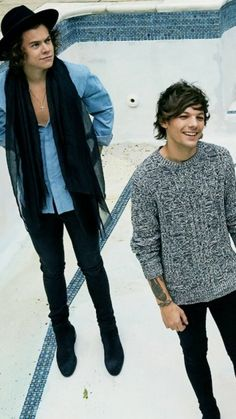 Borboleta Harry Styles, Mutual Respect, Louis And Harry, Larry Stylinson, Keanu Reeves, Louis Tomlinson, Grey Sweater, Cute Boys, Love Story
