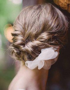 Chignon de mariage sur cheveux courts
