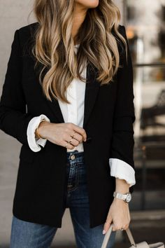 Die klassischen Stücke, die jedes Mädchen in ihrem Kleiderschrank haben sollte… The classic pieces every girl should have in her closet. The teacher diva: a … # the Casual Work Outfits, Mode Outfits, Work Casual, Black Blazer Outfit Casual, Classy Casual, Comfy Casual, Casual Fall, Navy Blazer Outfits, Blazer Outfits Fall