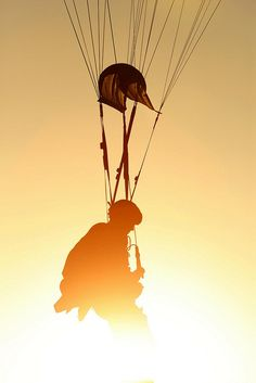 A Military Freefall jumper from Battalion, Special Forces Group (Airborne) of the Alabama Army National Guard prepares for a landing as the sun sets in the Arizona desert while conducting a Military Freefall training jump. Military Veterans, Military Life, Military History, Special Ops, Special Forces, Airborne Army, Army National Guard, Army Wallpaper, Paratrooper