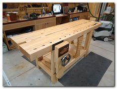Split-Top Roubo Workbench - The Wood Whisperer Guild Essential Woodworking Tools, Woodworking Basics, Woodworking Techniques, Fine Woodworking, Woodworking Crafts, Woodworking Joints, Woodworking Patterns, Woodworking Organization, Youtube Woodworking