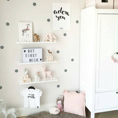 The Cutest Shelf Accessories to Decorate your Kids Room Kinderzimmer – Babyzimmer – Regale Baby Bedroom, Baby Room Decor, Girls Bedroom, Kids Room Shelves, Nursery Shelves, Ideas Dormitorios, Deco Kids, Room Accessories, Girl Room