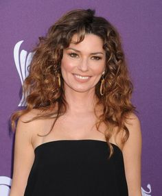 Hairstyles for Oval Faces: The 30 Most Flattering Cuts: Show Off Your Curly Hair if You Have Curly Hair