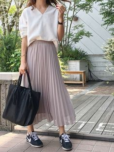 The Best Interview Outfit Ideas For Women: Style Guides 36 Perfect Winter Outfit Ideas Fashion long skirt outfits ideas Long Skirt Fashion, Modest Fashion, Fashion Outfits, Womens Fashion, Maxi Skirt Outfits, Modest Outfits, Pleated Skirt Outfit Casual, Maxi Skirts, Skirt And Sneakers
