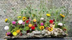 rouwboeket Tuintje Ikebana Arrangements, Easter Flower Arrangements, Easter Flowers, Floral Arrangements, Flora Design, Sympathy Flowers, Funeral Flowers, How To Preserve Flowers, Garden Styles