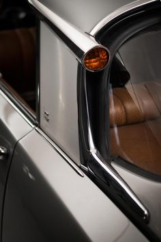 The divine rear indicator of a Citroën DS via F&O Fabforgottennobility Citroen Ds, Automotive Photography, Car Photography, Citroen Concept, Ford Roadster, Amazing Cars, Cars Motorcycles, Vintage Cars, Classic Cars