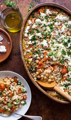 Calling all vegetarians in search of an easy and cozy meal. Chickpea Recipes, Vegetarian Recipes, Cooking Recipes, Healthy Recipes, Pearl Couscous Recipes, Cozy Meals, Dessert, Feta, Veggies