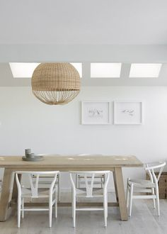 Have a look inside a stunning Sydney beach house, made modern by interior architect Andrew Waller with the right use of colour, pattern and texture. Dining Room Walls, Dining Room Lighting, Dining Table Chairs, Dining Room Design, Interior Exterior, Home Interior, Minimalist Dining Room, Ideas Hogar, Dining Room Inspiration