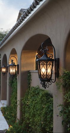 Tuscan design – Mediterranean Home Decor House Design, Tuscan House, Exterior Lighting, House Exterior, Mediterranean Style Homes, New Homes, Mediterranean Homes, Spanish House, Spanish Style Homes