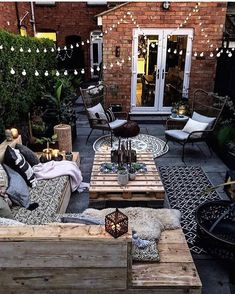 This is our idea of the perfect outdoor space! How cozy and cool does this look… This is our idea of the perfect outdoor space! 😍 How cozy and cool does this look? TAG a friend who will love this! Outdoor Rooms, Outdoor Living, Outdoor Decor, Small Outdoor Spaces, Outdoor Areas, Balkon Design, Backyard Patio Designs, Backyard Ideas, Garden Decking Ideas