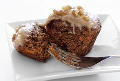 Carrot Cake Cupcakes with Cinnamon-Vanilla Frosting | Grain-Free, Dairy-Free. Uses almond  coconut flours  3 eggs.