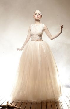 Scollop Vintage Lace Wedding Dress from Anaessia