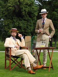 Linen cotton suit seated and linen cotton sport jacket cuts on the wrinkles for a game of croquet. Der Gentleman, English Gentleman, Southern Gentleman, Gentleman Style, Mode Masculine, Tweed Run, English Country Style, Country Life, Country Living