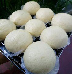 Cara membuat bakpao berbagai isi Instagram Snack Recipes, Dessert Recipes, Cooking Recipes, Cake Recipes, Easy Desserts, Resep Cake, Asian Snacks, Cooking Bread, Traditional Cakes