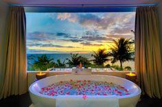 Freistehende Badewanne mit Weitblick