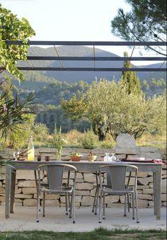 al fresco dining outdoor, simple, Décor de Provence: Minimal Beauty...