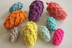 Alternate pinecone pattern (using crocodile stitch).