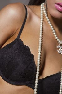 Ile kosztuje zrobienie implantów piersi?