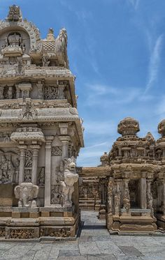 Kanchi Kailasanathar Temple, Kanchipuram, Tamil Nadu, India, via Indian Temple Architecture, India Architecture, Ancient Architecture, Beautiful Architecture, Architecture Sketchbook, Gothic Architecture, Temple India, Hindu Temple, Goa India