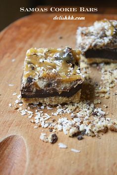Samoas Cookie Bars - Out of this world good! @delishhh