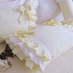 Perfect shabby chic bedding for your farmhouse decor. Perfect shabby chic bedding for your farmhouse decor. Shabby Chic Mode, Romantic Shabby Chic, Shabby Chic Living Room, Shabby Chic Bedrooms, Shabby Chic Style, Shabby Chic Decor, Shabby Chic Banners, Shabby Chic Pillows, Shabby Chic Furniture