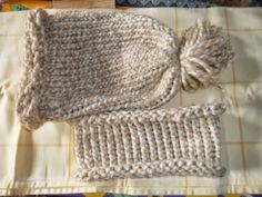 bonnet serre-tête en tricotin géant Big Knit Blanket, Jumbo Yarn, Big Knits, Knit Pillow, Cast Off, String Bag, Use Of Plastic, Stockinette, Pillow Forms