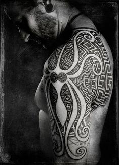 Top 25 Labyrinth Tattoo Ideen & Bedeutung - Neu Tatto Designs 2018,  #Bedeutung #Designs #Ideen #Labyrinth #Neu #octopustattoosleevewaves #tatto #tattoo #Top Tribal Tattoo Designs, Tatto Design, Tribal Tattoos, Maori Tattoos, Trendy Tattoos, Popular Tattoos, New Tattoos, Tattoos For Guys, Cool Tattoos
