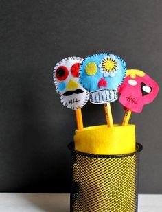 Sugar Skull Pencil Toppers #halloween #craft #diasdelosmuertos #dayofthedead #kidscrafts #sugarskull