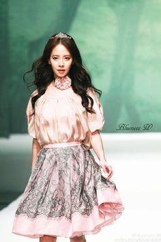 "Song Ji Hyo in ""Very Korean"" KatiaCho fashion show, Beijing, April 2016. © on pic"