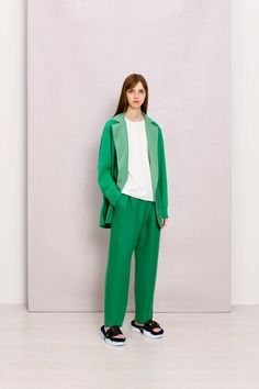 See the complete Agnona Resort 2018 collection.