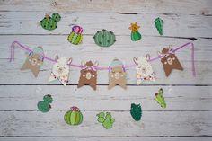 Decorating Baby's Bedroom or Nursery – The Necessities Alpacas, Llama Face, Birthday Cards, Birthday Parties, Serpentina, Llama Birthday, Cute Llama, Llama Alpaca, Bunting Flags