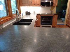 25 Awesome Honed Black Granite Countertop Ideas For Awesome Kitchen - Page 9 of 30 Black Granite Countertops, Laminate Countertops, Granite Kitchen, Diy Kitchen, Awesome Kitchen, Kitchen Ideas, Kitchen Worktops, Granite Flooring, Kitchen Updates