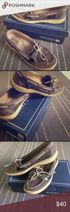 Sperry Top-Sider Boat Shoes 🦋 These were worn only a handful of times. They were kept in the box and it will come with it. VERY COMFY and really not much wear on them. Good condition!! Made with leather. Purchased at Nordstrom Rack. Please feel free to comment with questions! 🦋🌈 Sperry Top-Sider Shoes Flats & Loafers