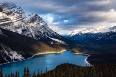 Everything you need to know about travelling along the Icefields Parkway in Canada: top photography spots, best hikes, accommodation options and useful travel tips. Photography Guide, Nature Photography, Banff National Park, National Parks, Canadian Forest, Canadian Rockies, Places To Travel, Places To Go, Parks Canada
