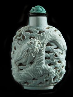 Flattened ovoid-shaped snuff bottle with dragon Chinese, Qing Dynasty carved turquoise-glazed porcelain, on display at the Hallie Ford Museum of Art, private collection Bottle Drawing, Bottle Box, Antique Perfume Bottles, Small Bottles, Objet D'art, Schmuck Design, Chinese Art, Asian Art, Decorative Items