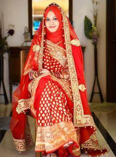 25 Latest Wedding Saree Designs & Ideas for Muslim Brides - 17 25 Latest Wedding Saree Designs & Ideas for Muslim Brides - Muslimah Wedding Dress, Hijab Style Dress, Muslim Wedding Dresses, Muslim Brides, Wedding Dresses For Girls, Saree Wedding, Hijabi Wedding, Covet Fashion, Saree With Hijab