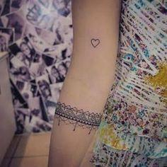 Resultado de imagem para tattoo renda indiana no braço bracelete
